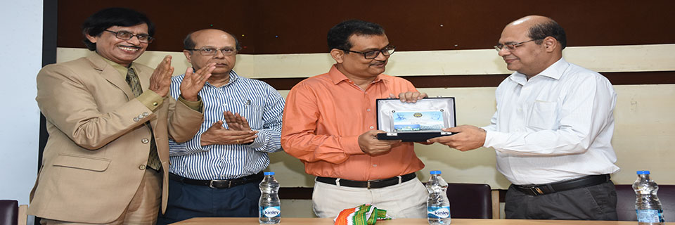 Prof.Kausik Gupta of Calcutta University conducted a workshop on CBCS at The Heritage College